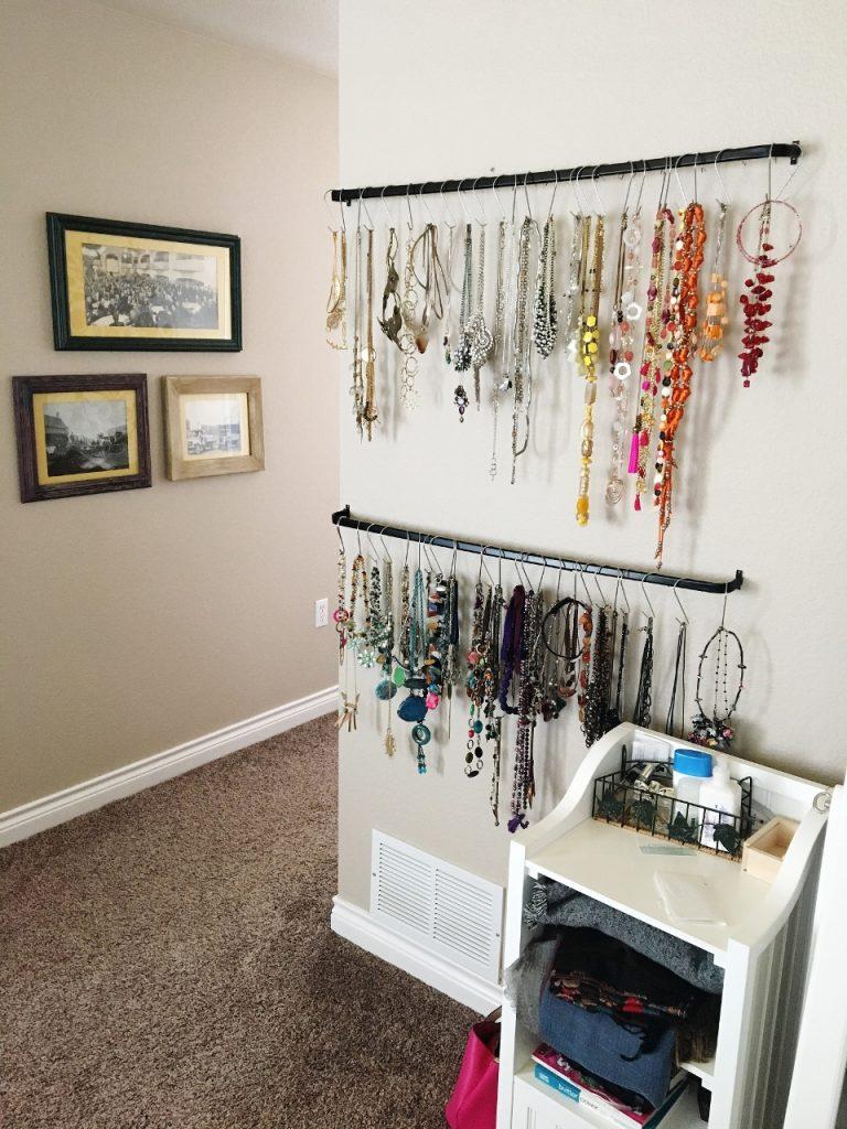Necklace organization with hooks