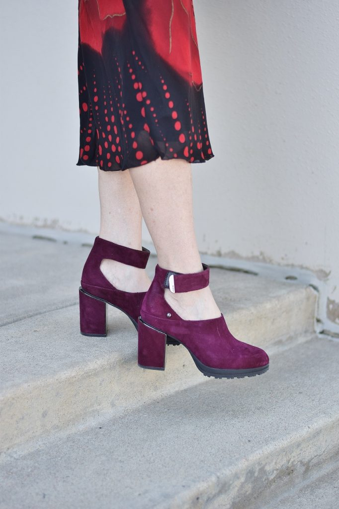 Fall shoes with Jambu with a dress