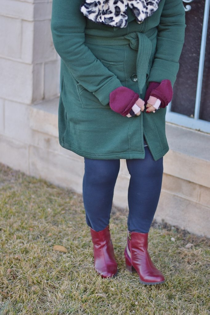 How to style Scarves and gloves and be colorful