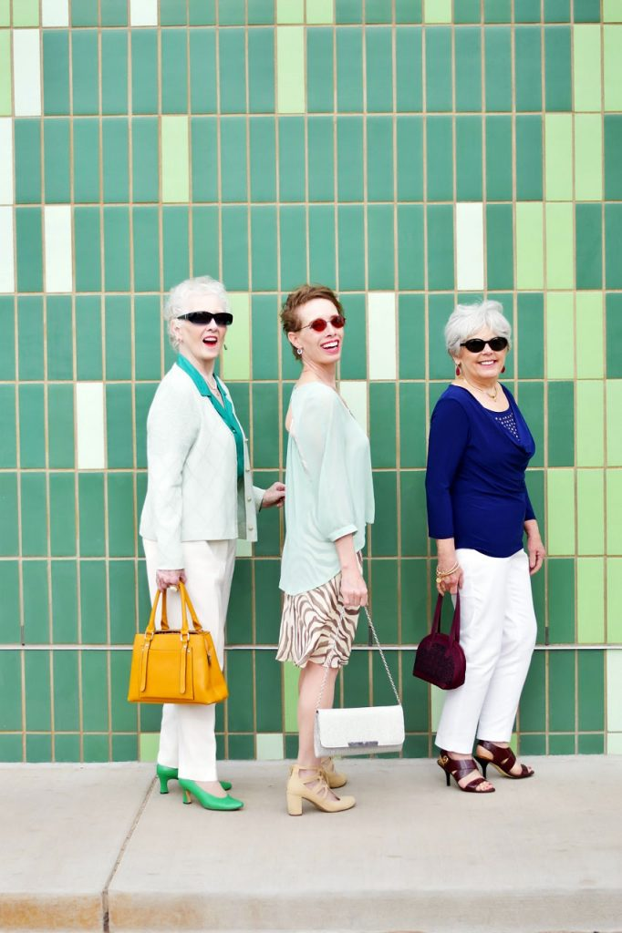 How to wear a problematic piece for women in three decades of life