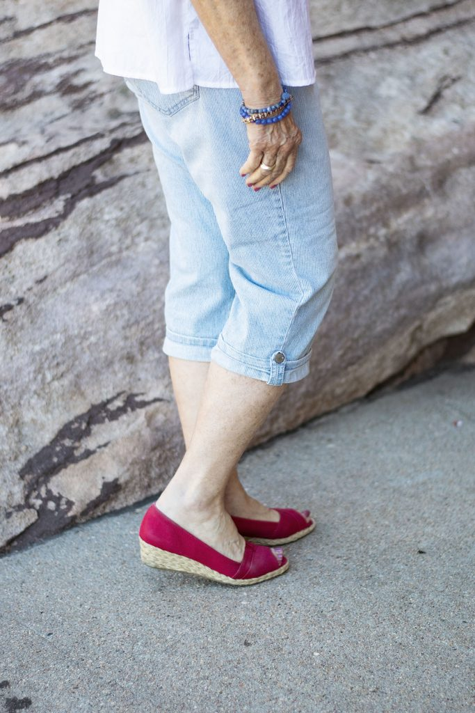 Wearing 4th of July outfits for women with red sandals