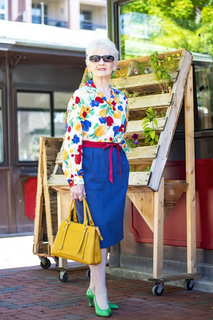 why you should wear Bright colors for summer in our outfits