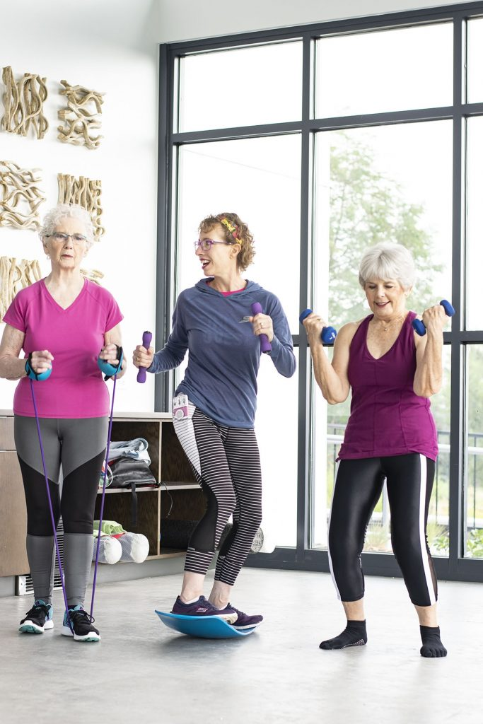 New fitness clothes for women over 50 using weights