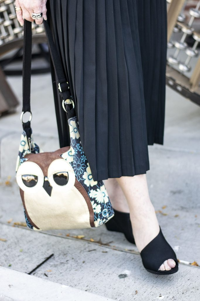 How to style camo outfits for women with an owl purse