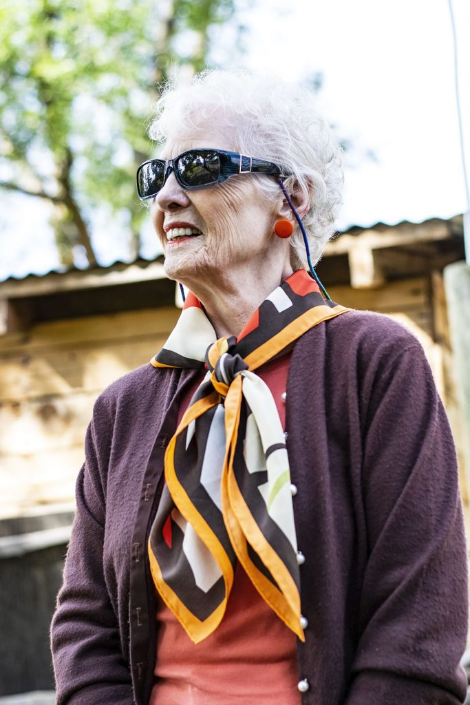 Women over 80 styling colors that go with orange clothes