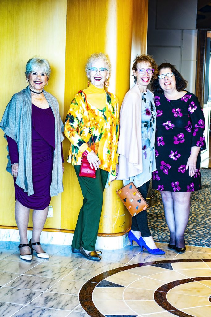 Cruise travel outfits for women on the ship for dinner