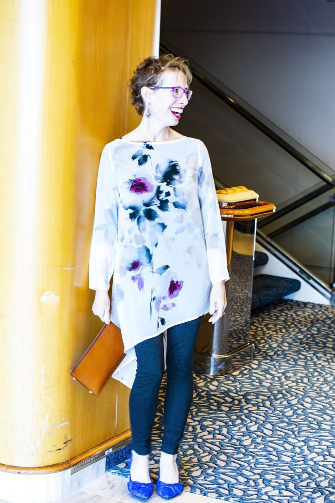 Cruise travel outfits for women with a tunic