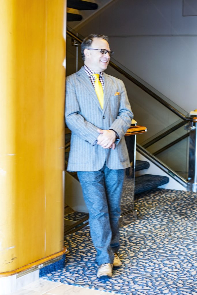 Cruise travel outfits for men with a jacket