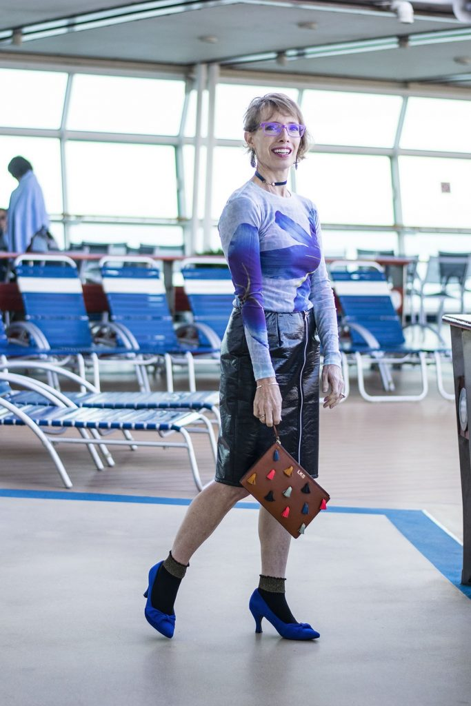 Cruise travel outfits for women with a leather skirt