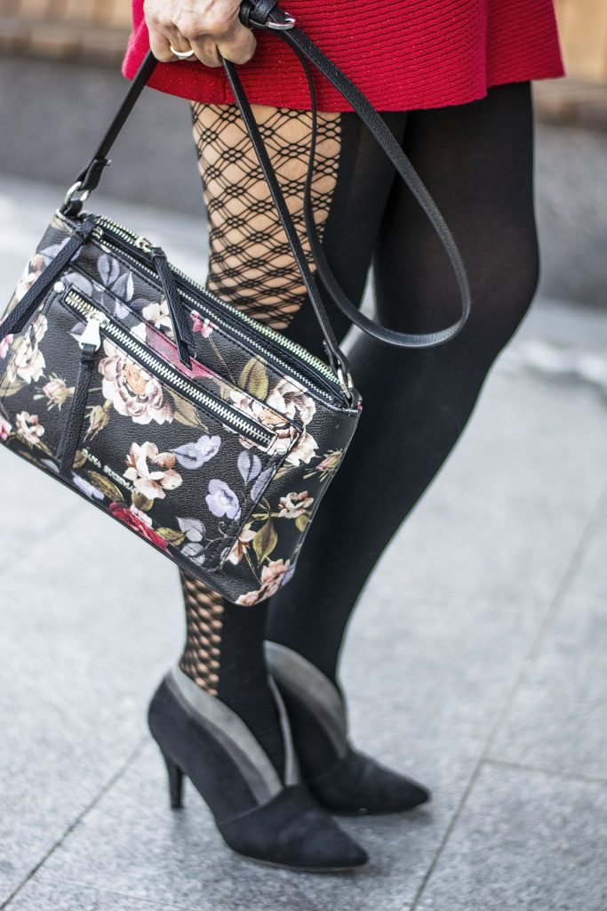 What to wear to a Christmas Party with floral purse