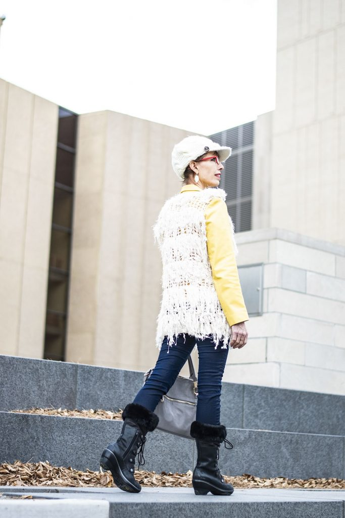 How to style comfortable boots for women with jeans