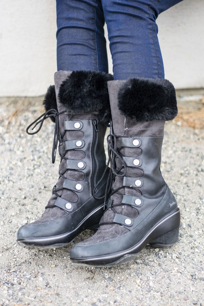 How to style comfortable boots for women even in snow boots