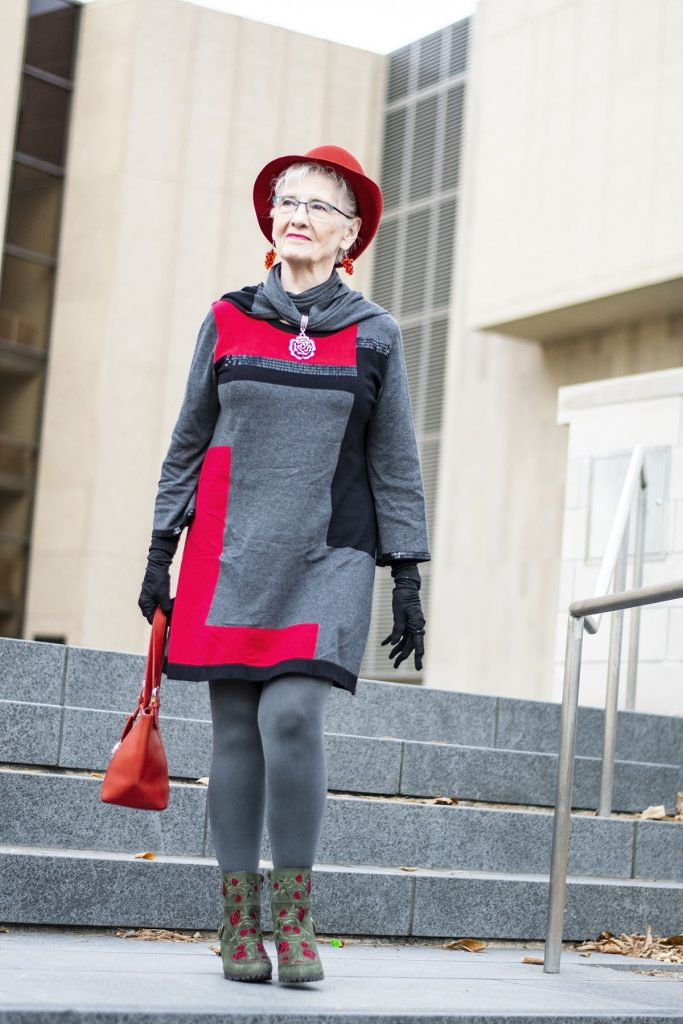 How to style comfortable boots for women with a tunic