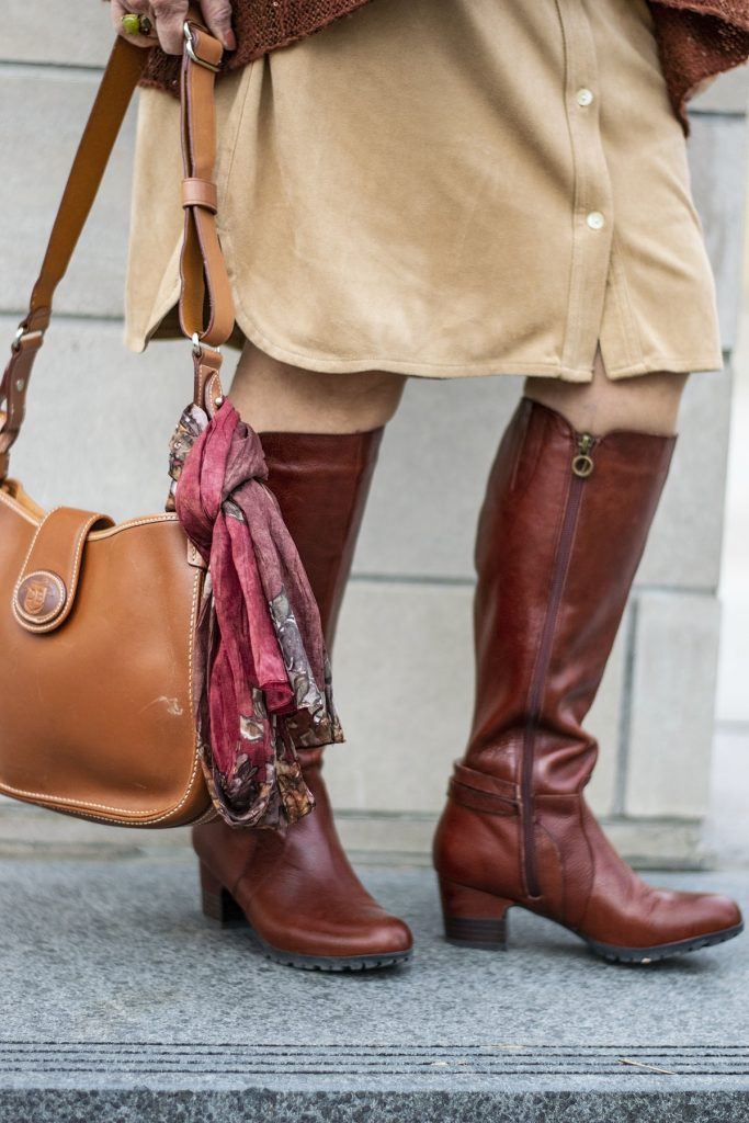 How to style comfortable boots for women wearing knee boots
