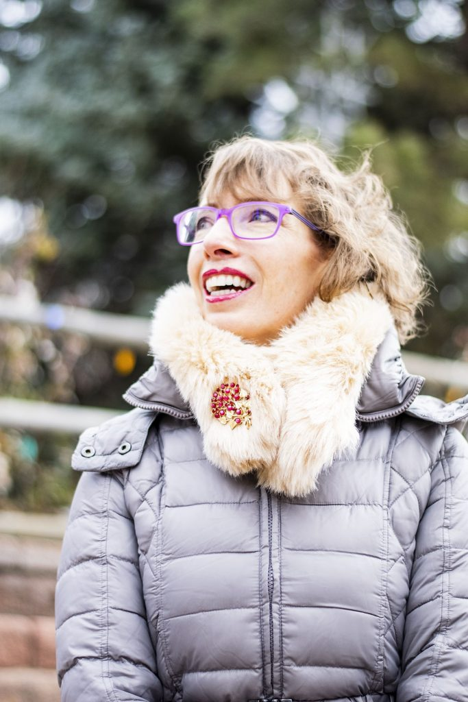 How to wear a faux fur scarf with a pin on it