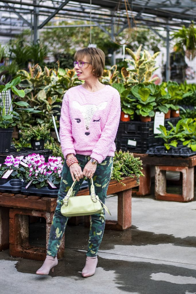 How to wear green and pink