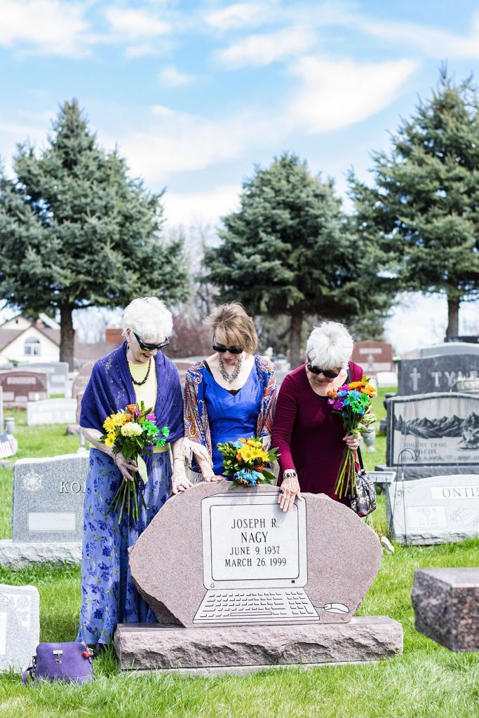 At the grave site with what to wear to a burial ceremony
