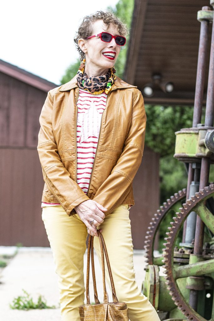 How to wear a red and white striped shirt