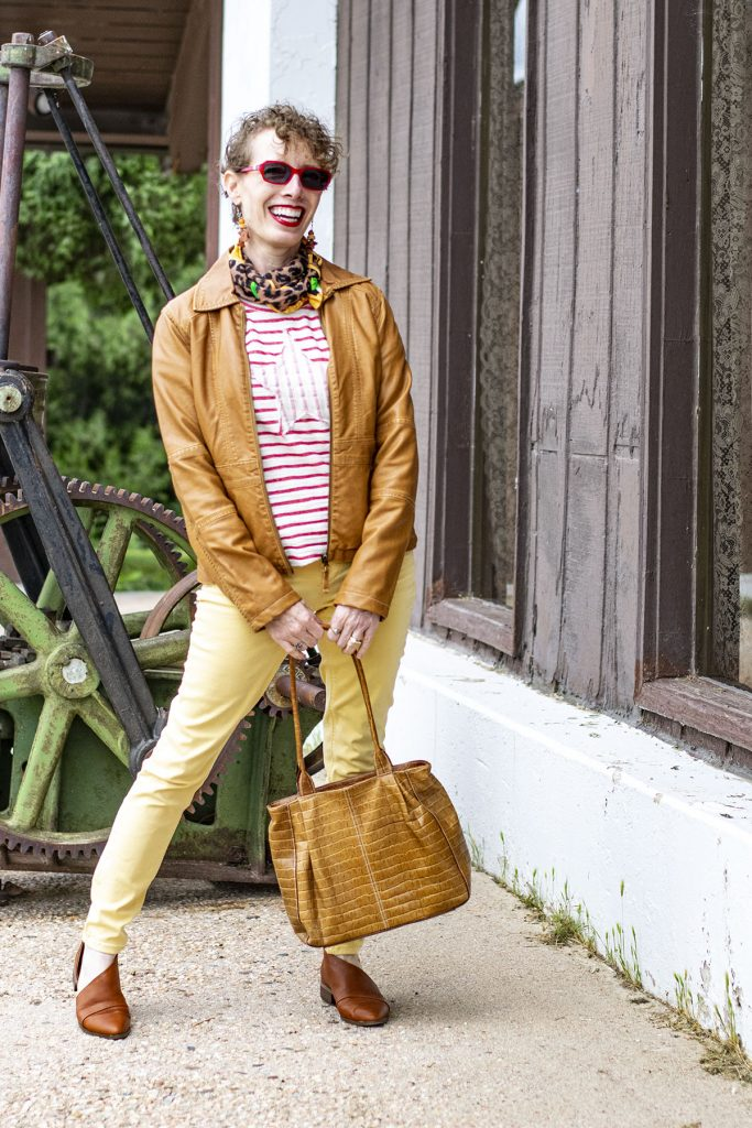 How to wear a red and white striped shirt with other colors
