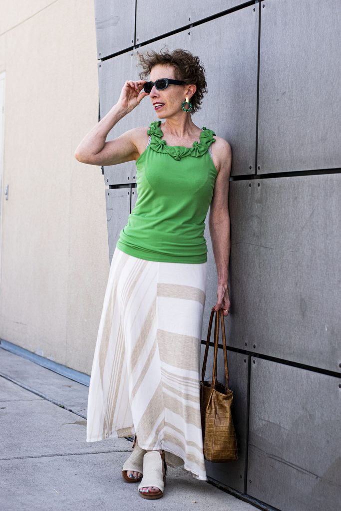 Long skirt outfit ideas with green