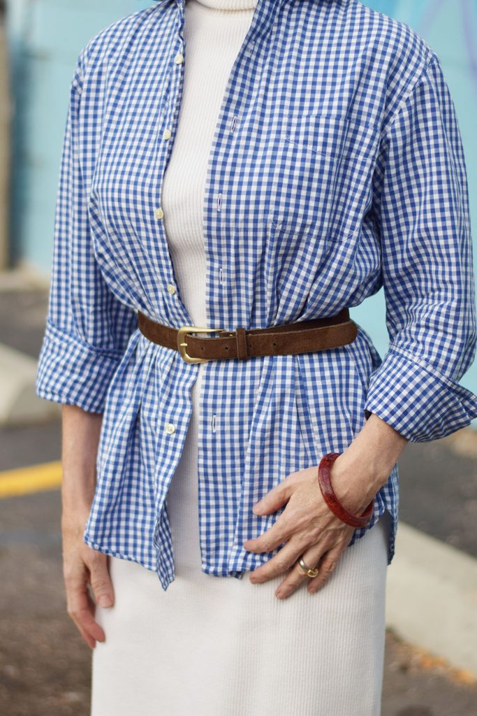 Neutrals as colors that go with blue and white