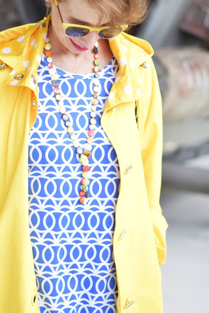 Bright colors that go with blue and white