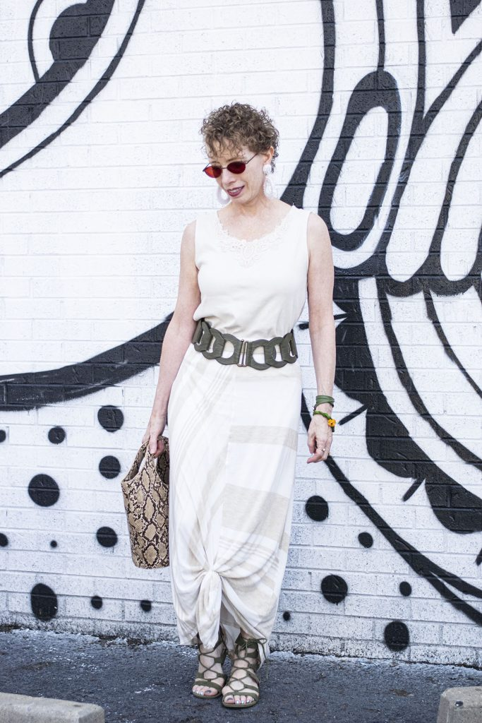 Changing up your maxi skirt by tying it