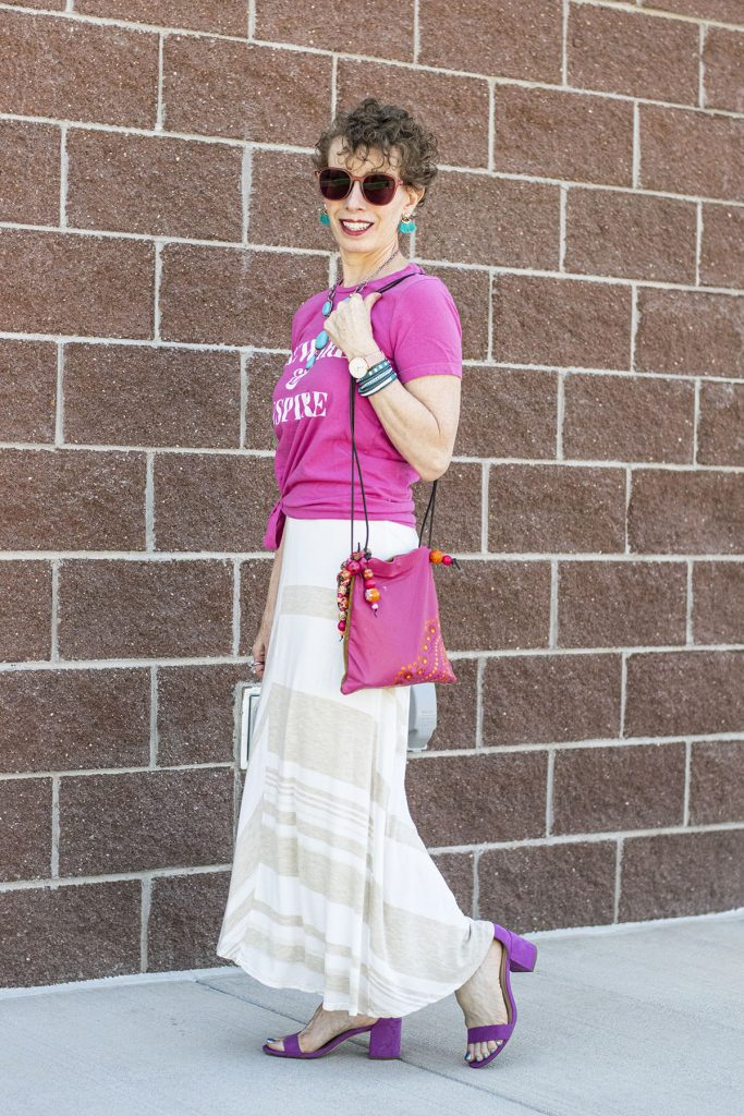 Long skirt outfit ideas with a tee