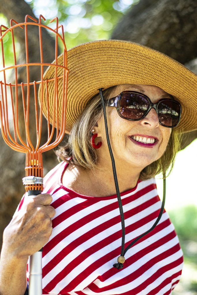 Straw hat as what to wear to go apple picking