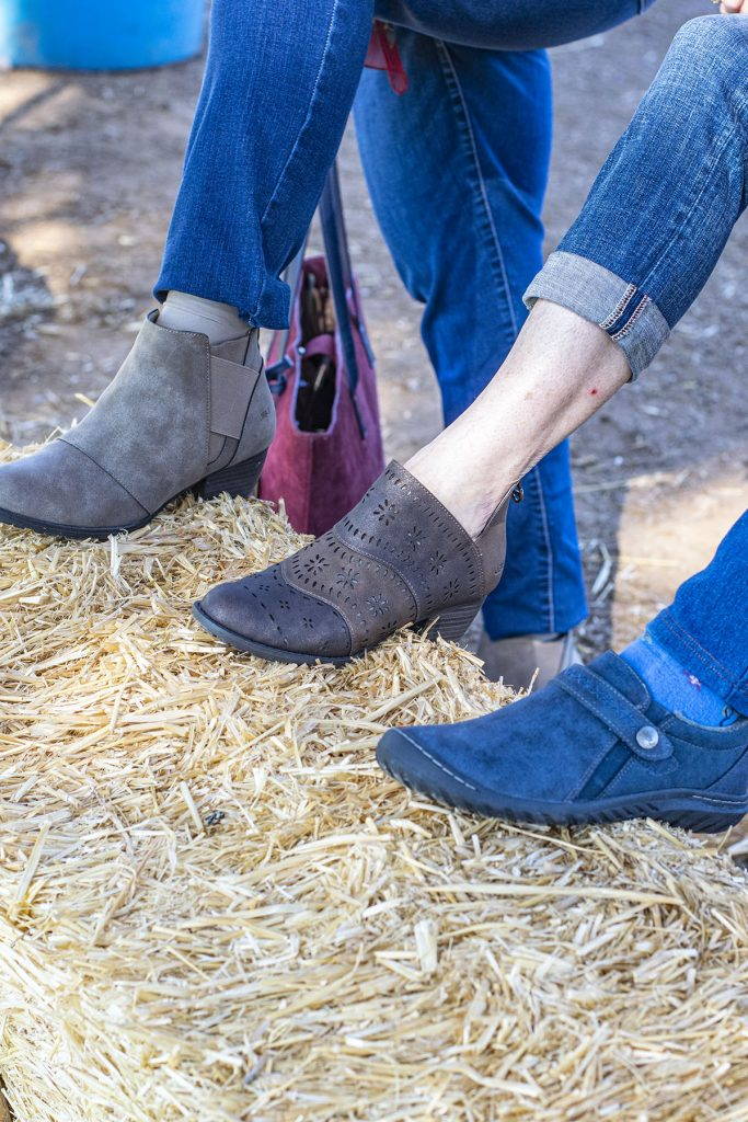 Outfits with jeans and booties