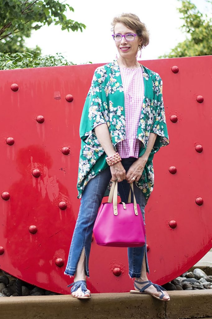 The boho style with kimono and jeans