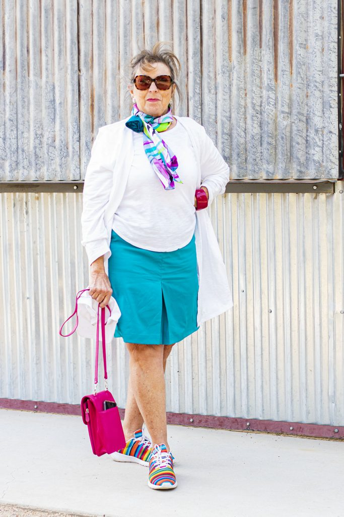 Woman who knows how to style accessorie
