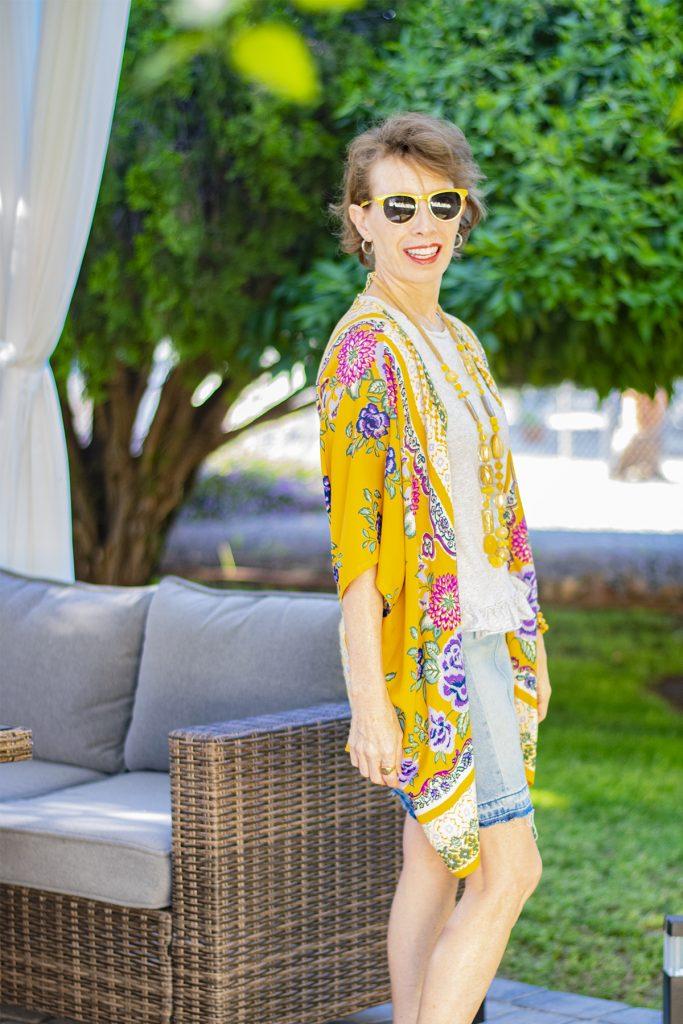 Neutral style under a colorful kimono