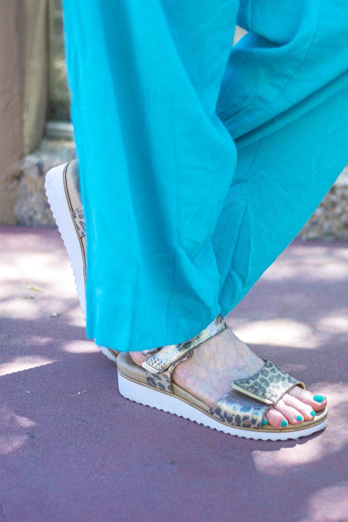 Walking cradles sandals