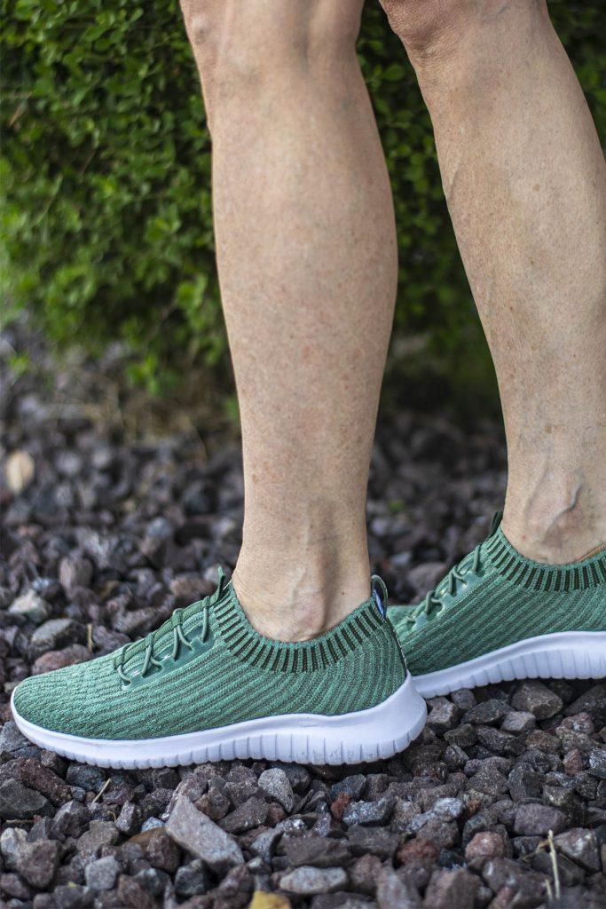 Lightweight stylish walking shoes
