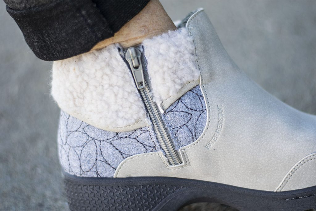 Water resistant warm stylish boots
