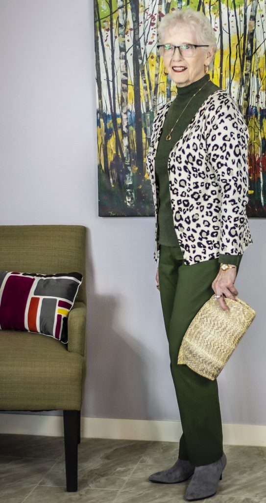 Mixing prints with types of purses
