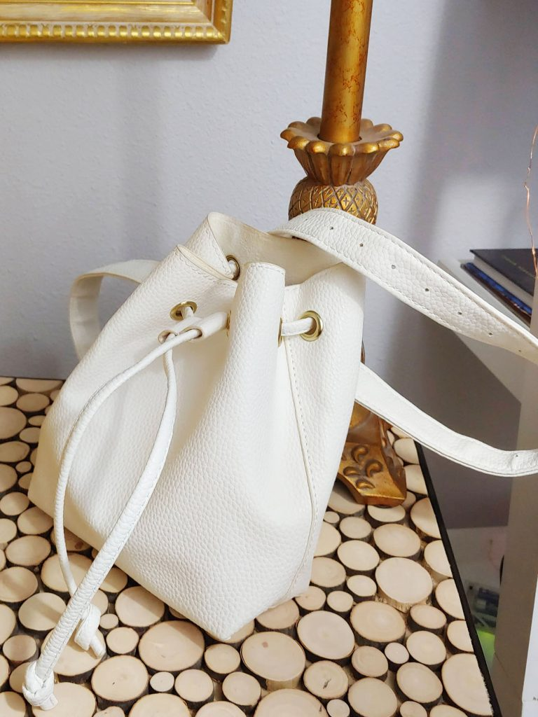 White hands free bags options