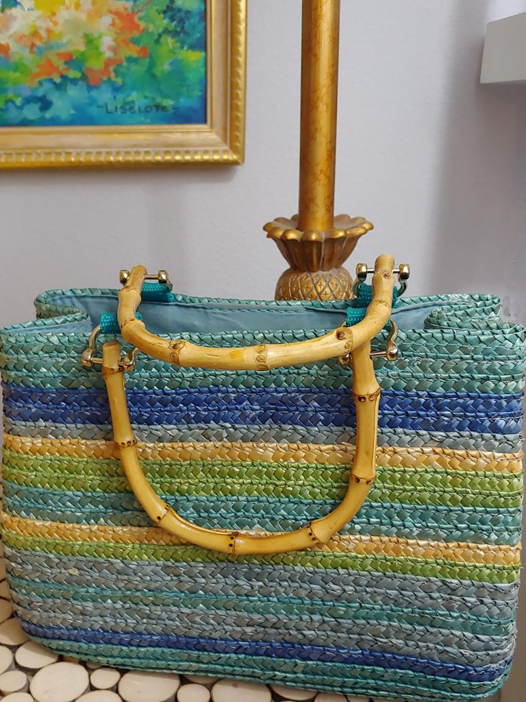 Straw purse with blue and color
