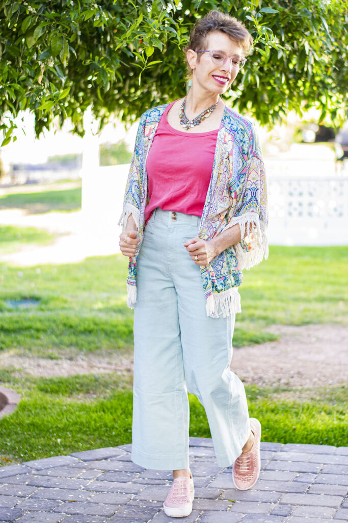 How to wear cropped pants and a kimono