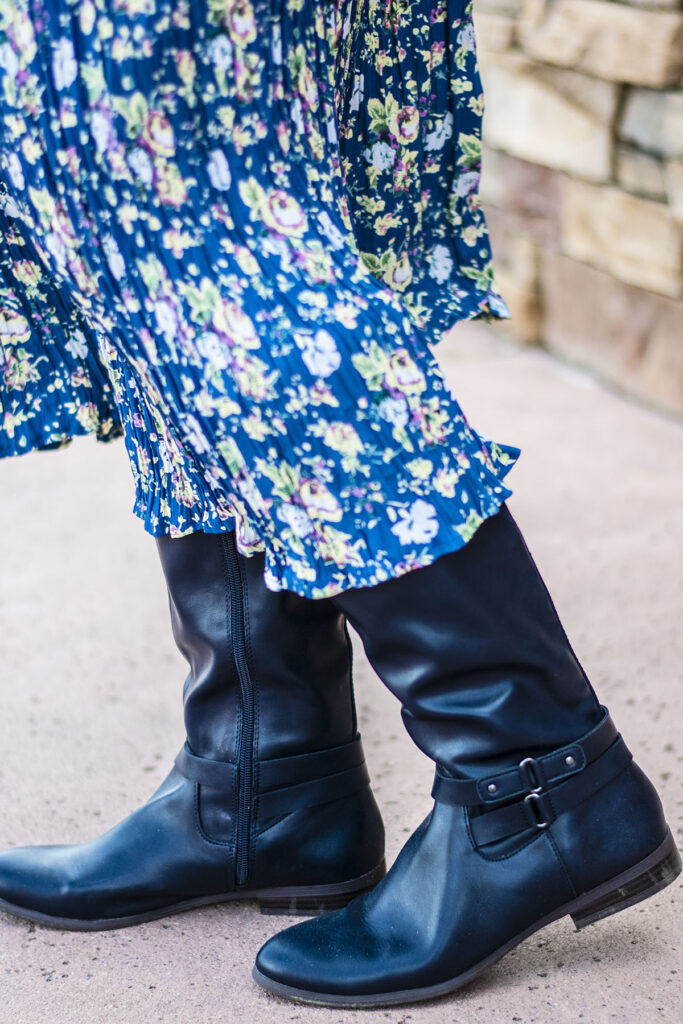 Boots with a summery skirt
