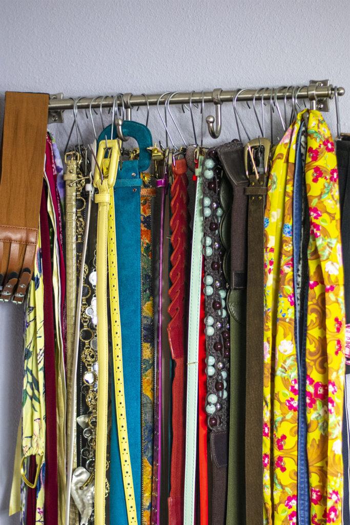 Rod for belt organization