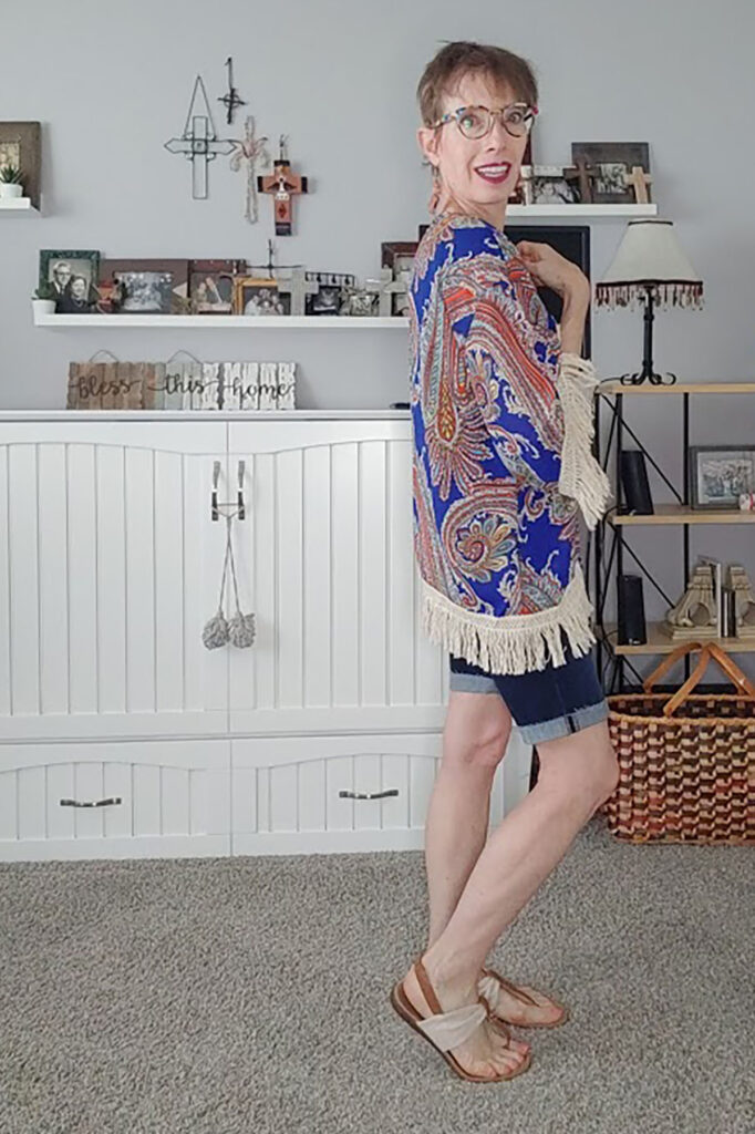 How to style bermuda shorts and a kimono