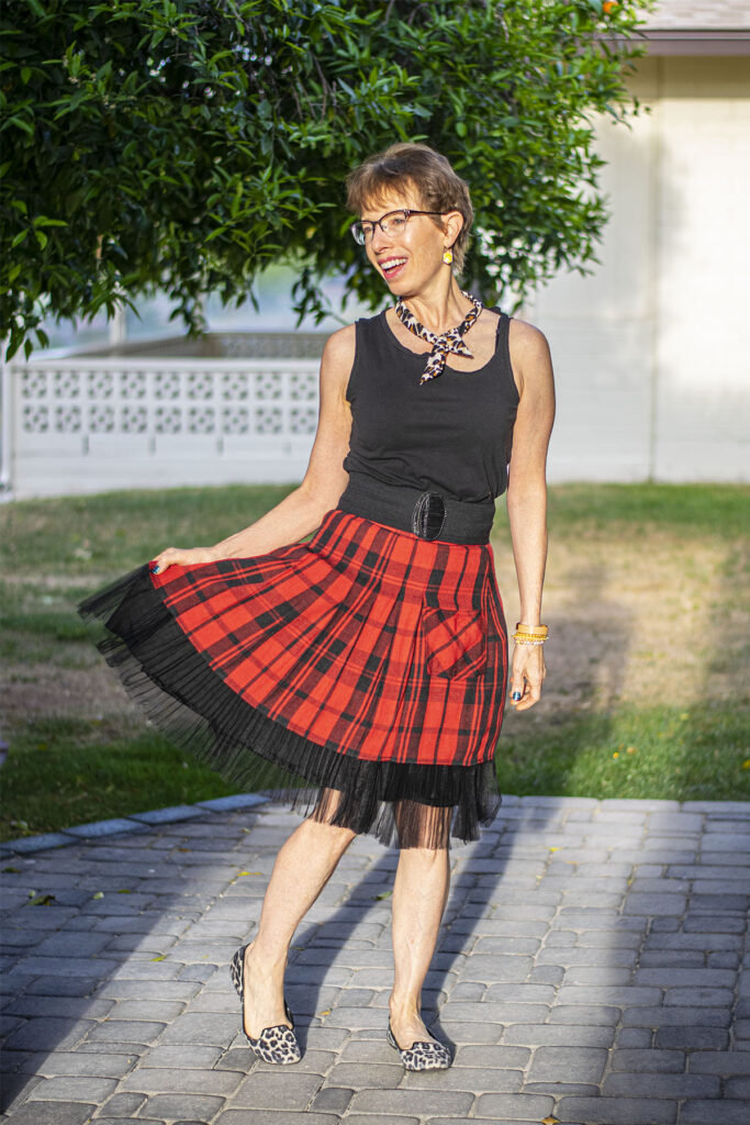 When to wear a belt with a skirt