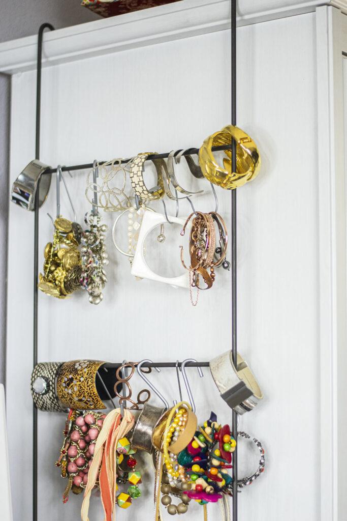 Magazine rack for bracelets