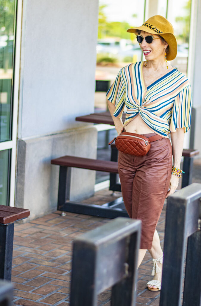 What to wear with capri pants and neutrals