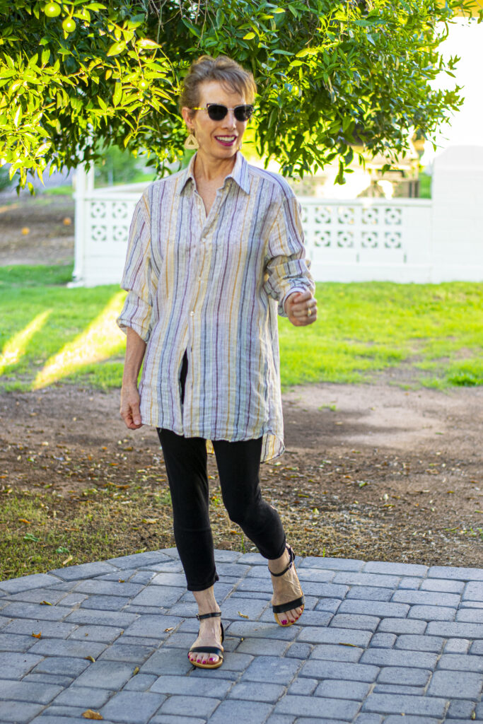 How to wear a man's shirt with leggings