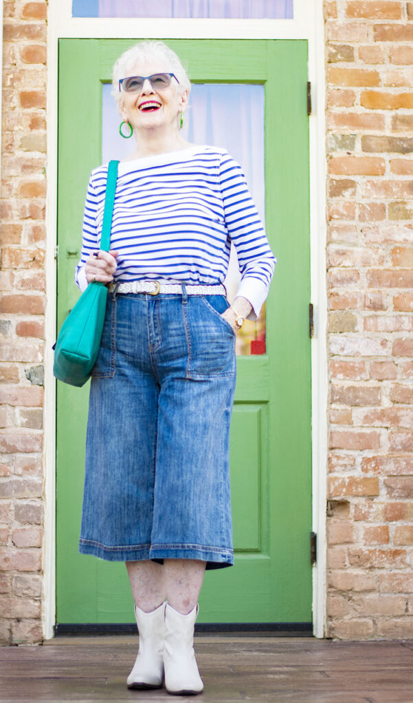 How to wear culottes by tucking in a top