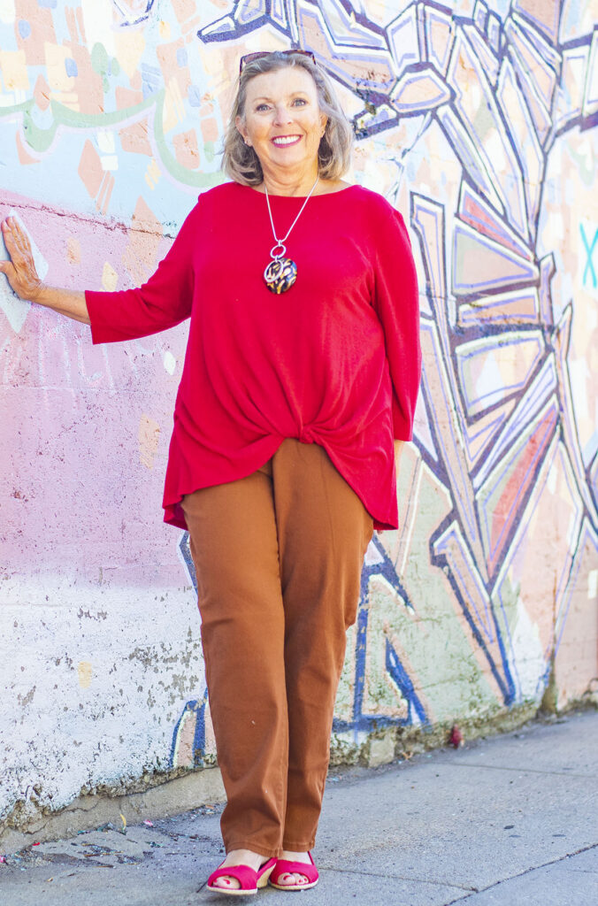Asymmetrical top with mom jeans