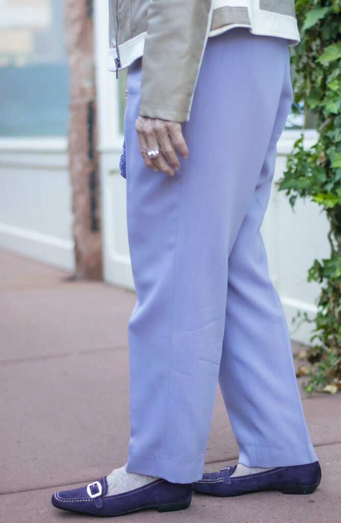 What shoes go with Lilac pants